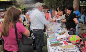 La FACSO y el Ministerio de Desarrollo Humano, realizaron la Primera Feria de Emprendedores del Bicentenario (Imagen: Periódico de la FACSO).