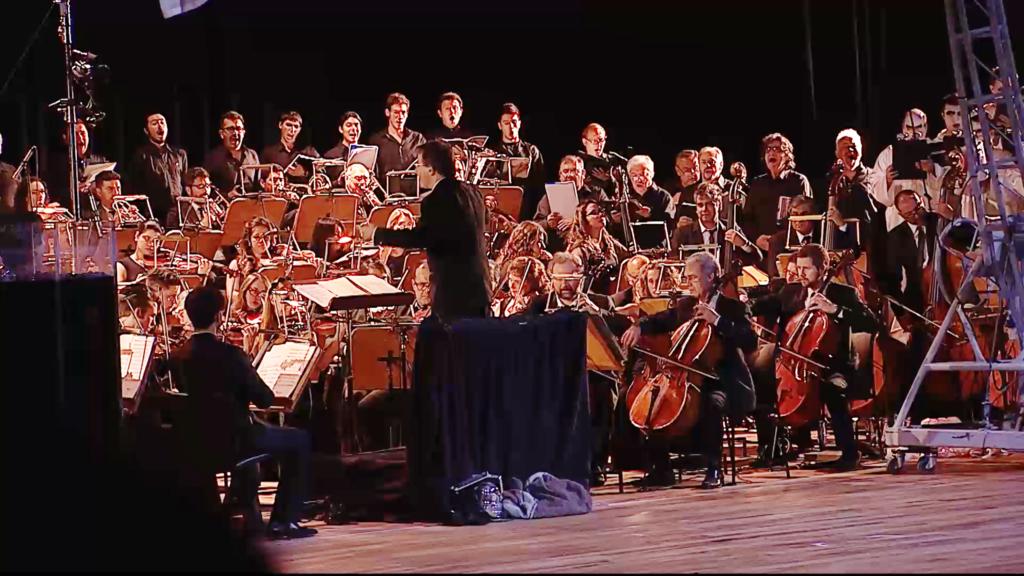 """""""La participación y la permanencia del Coro Universitario y de la Orquesta Sinfónica de la FFHA en el Teatro del Bicentenario nos da una proyección importantísima"""", expresa la decana Garbarino."""
